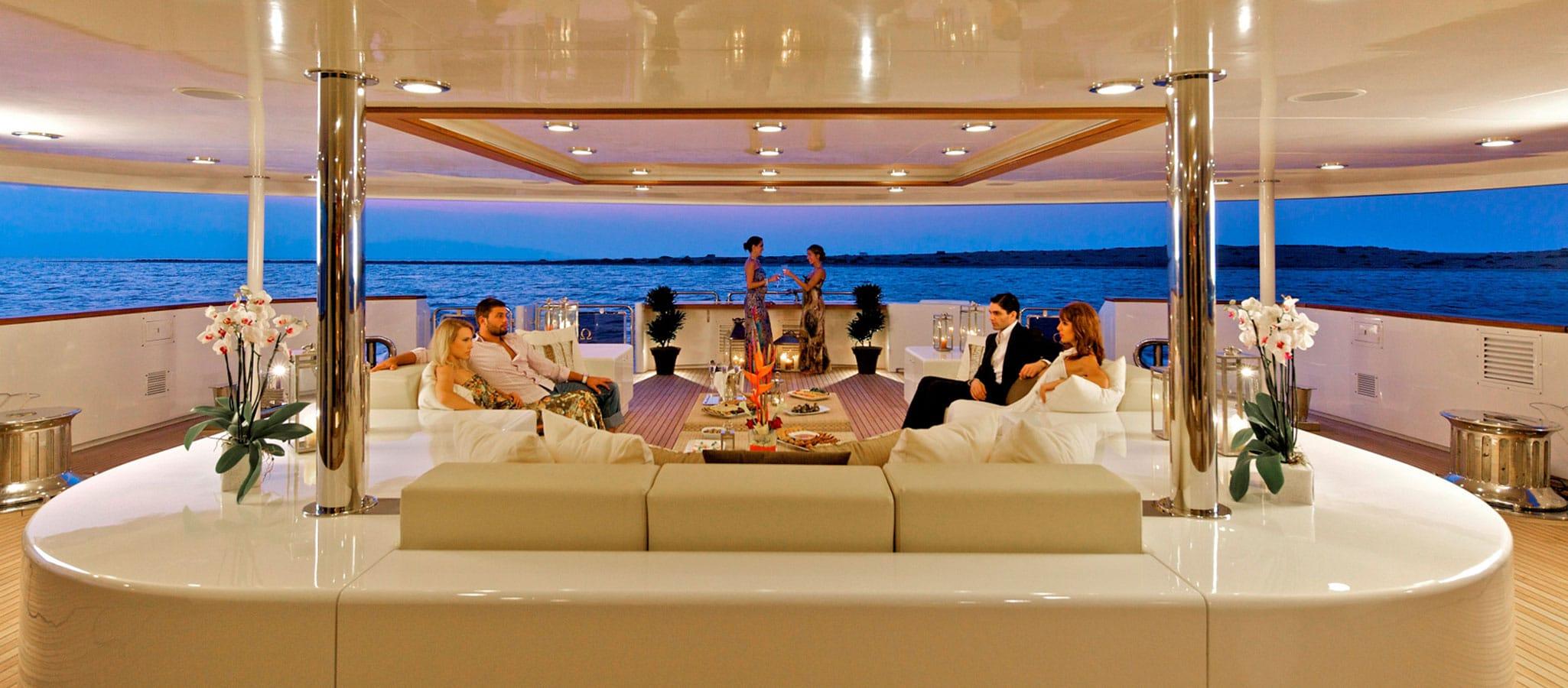 Die opulenten Decksflächen erlauben Cocktail-Empfänge im kleinen wie im großen Stil.