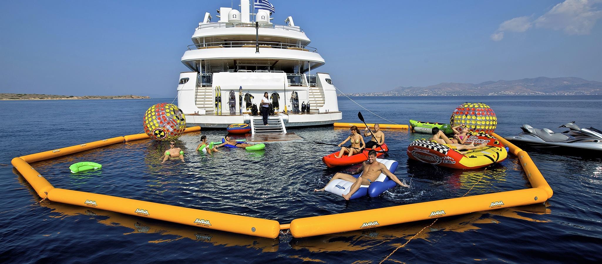 Die All-in-One-Locations bieten jede Menge Wassersport-Spaß: JetSkis, Wasserski, Kajaks, Tauch- und Schnorchel-Equipment,...