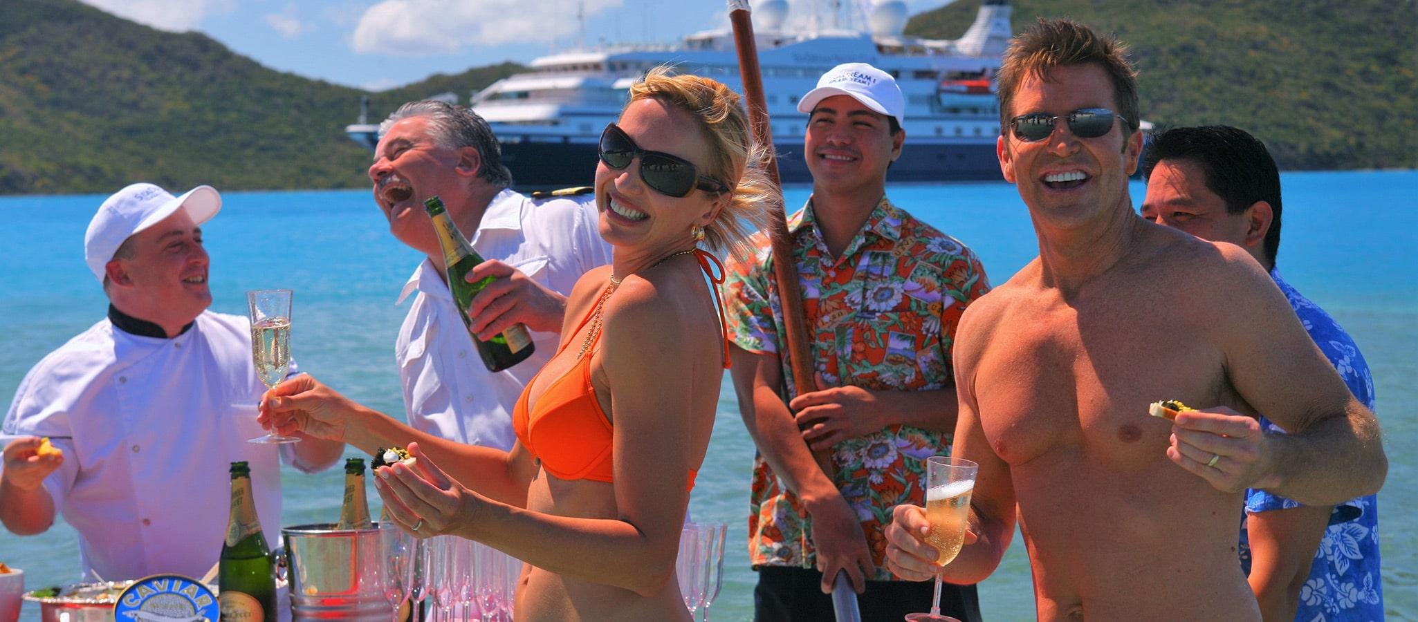 Ein Event der Extraklasse: Champagner- & Kaviar-Splash am Karibikstrand.