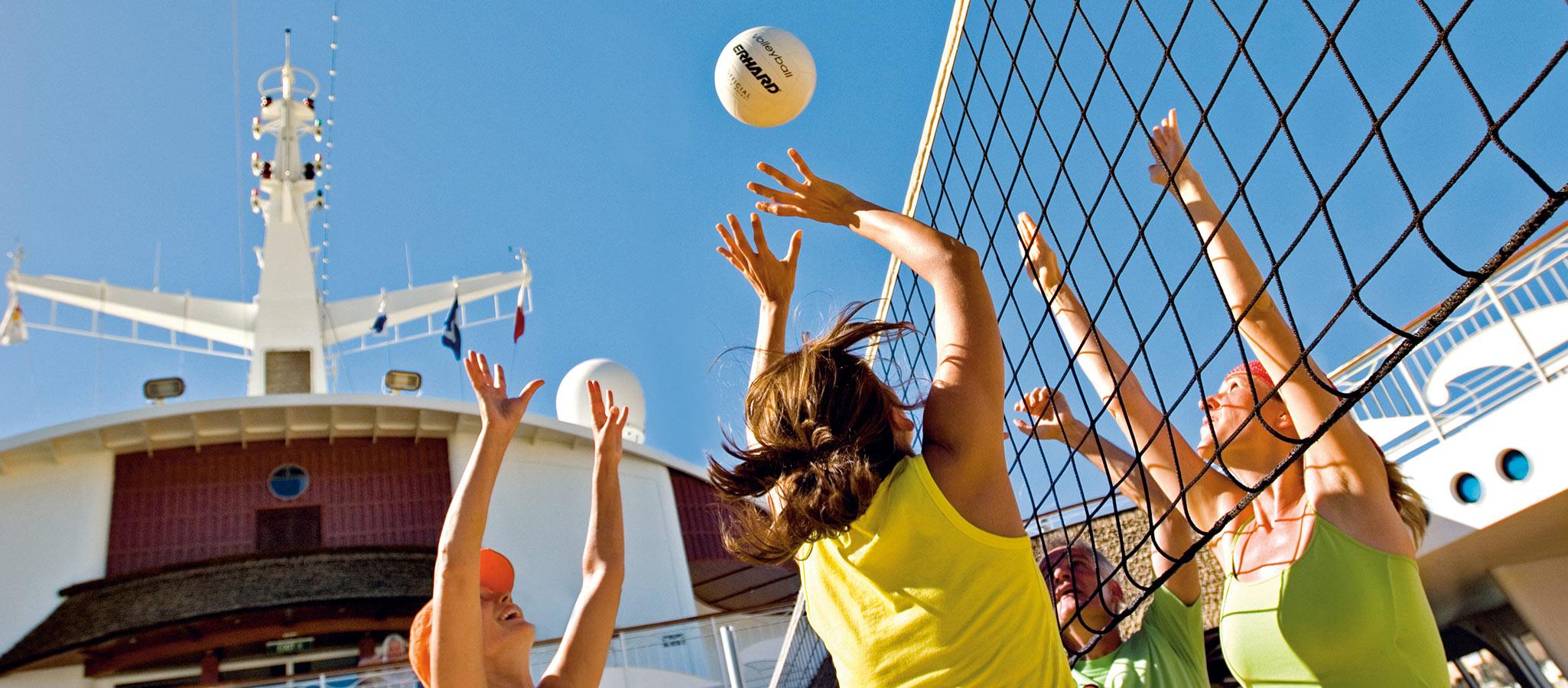 Für die sportliche Betätigung Ihrer Teilnehmer gibt es an Bord Angebote vom Ballsport bis zum Hightech-Fitness-Studio.