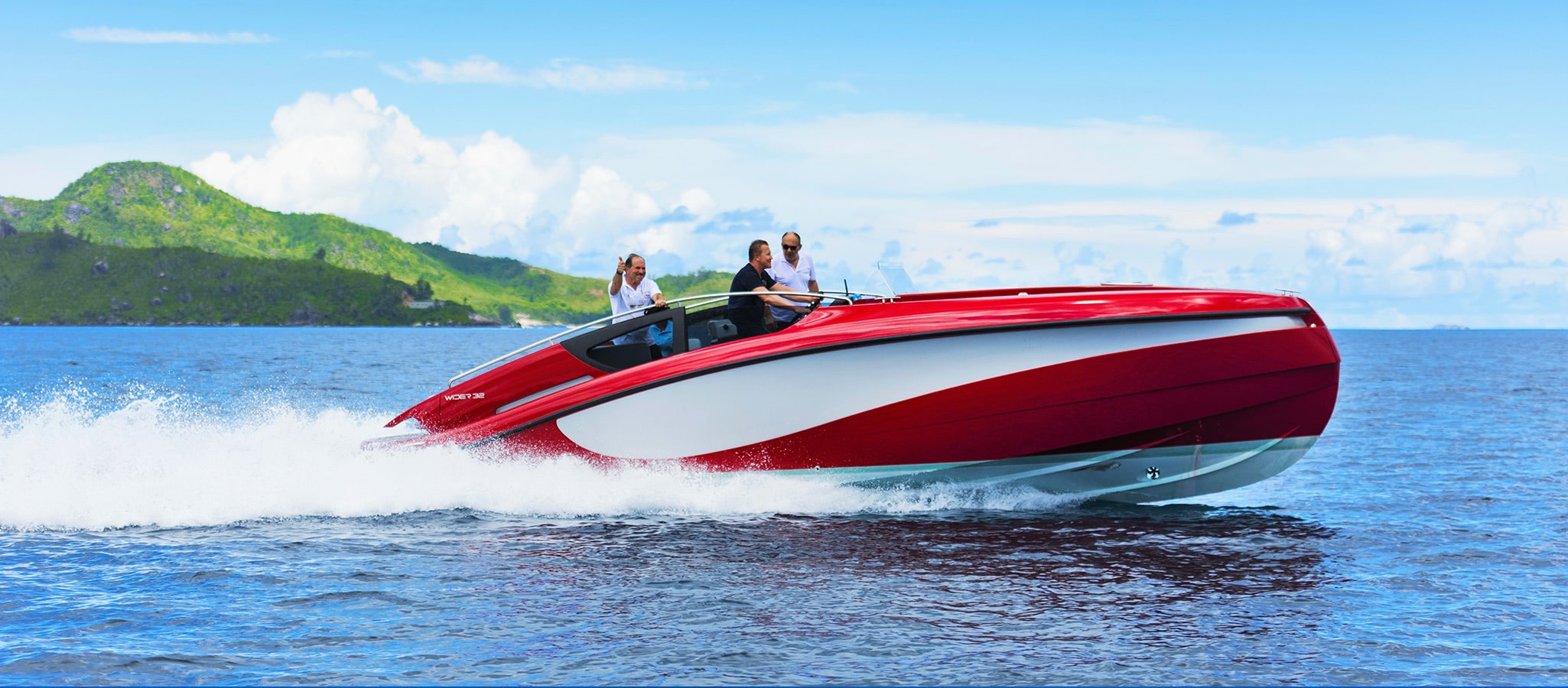 Popular not only with men: speed boats are often among the fun toys on board.