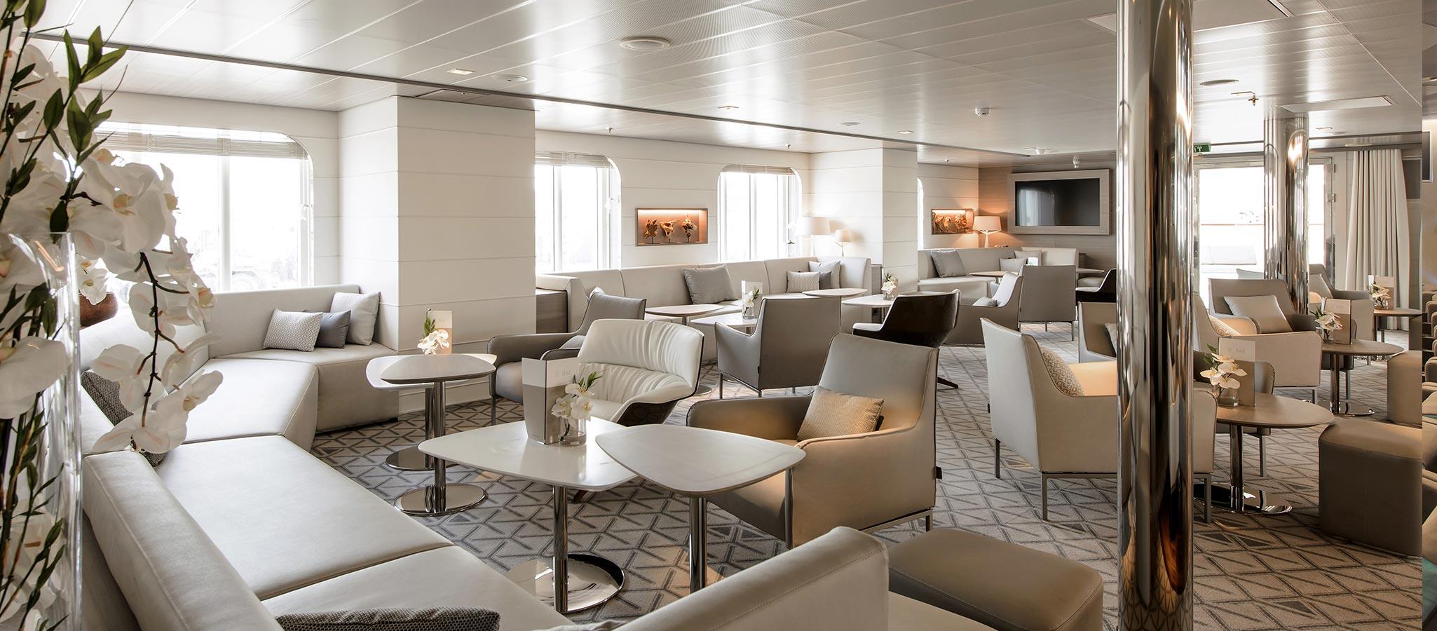 Die edlen Lounges an Bord dienen für Break-Out-Sessions und Meetings im kleinen Rahmen.