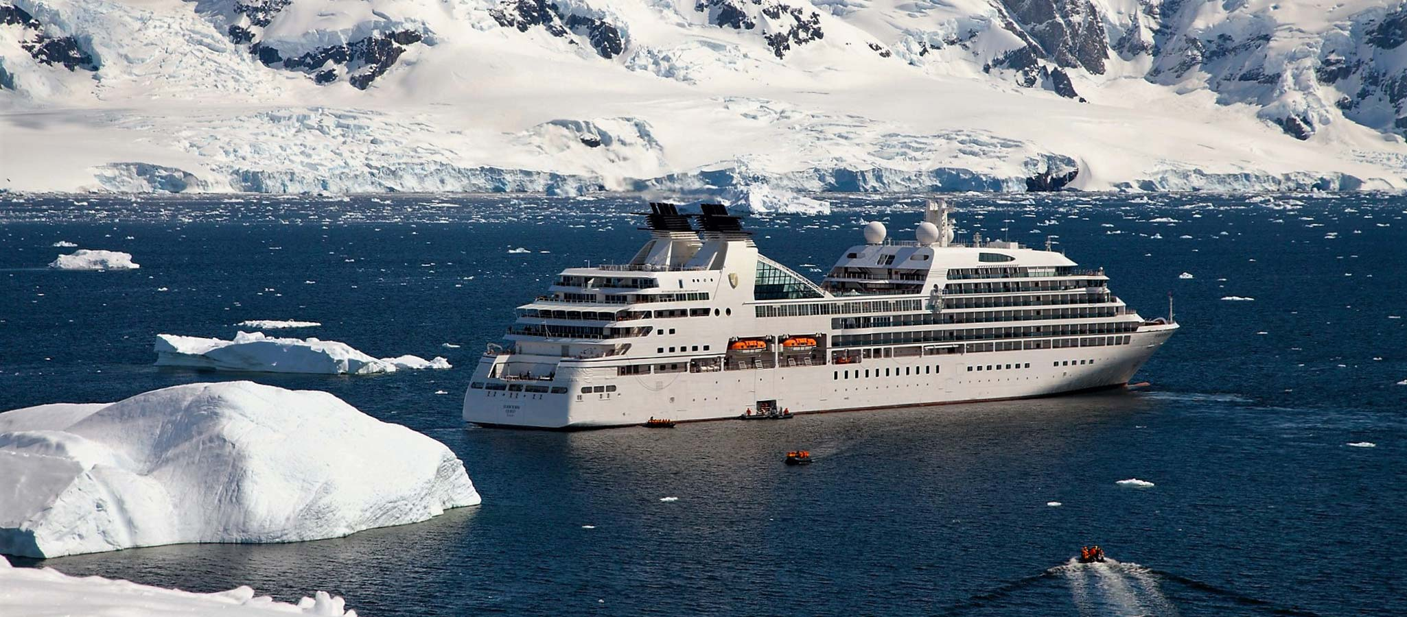 Cruise ships with the highest ice class also take course for the Arctic regions – a once-in-a-lifetime destination for events.