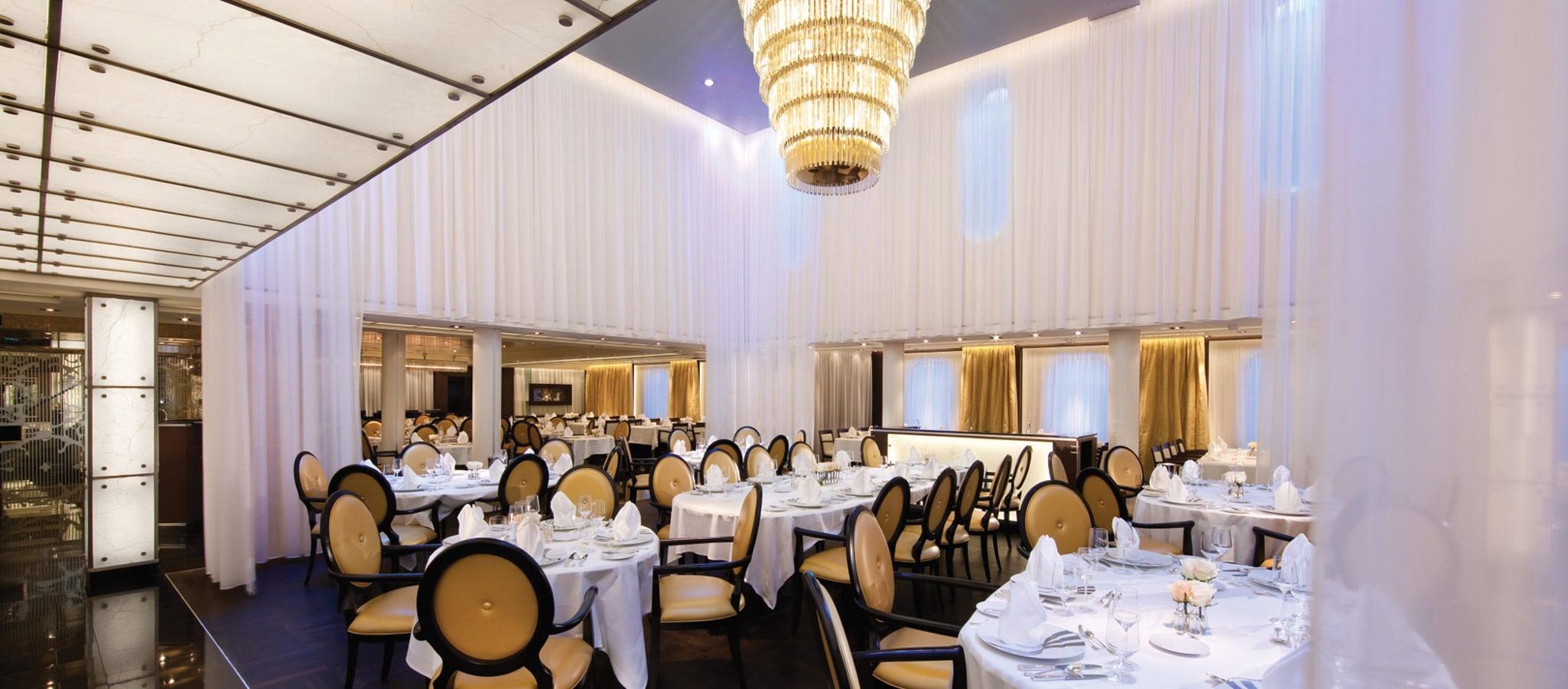 Alle Schiffe verfügen über mehrere Restaurants, deren Anspruch an Stil und Cuisine höchste Ansprüche an Gala-Menüs übererfüllen.