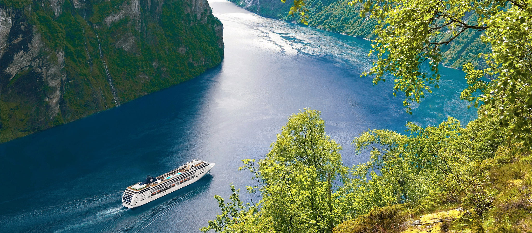 The cruise liners are available all year round in the Caribbean, Mediterranean and in northern Europe for maritime MICE events.