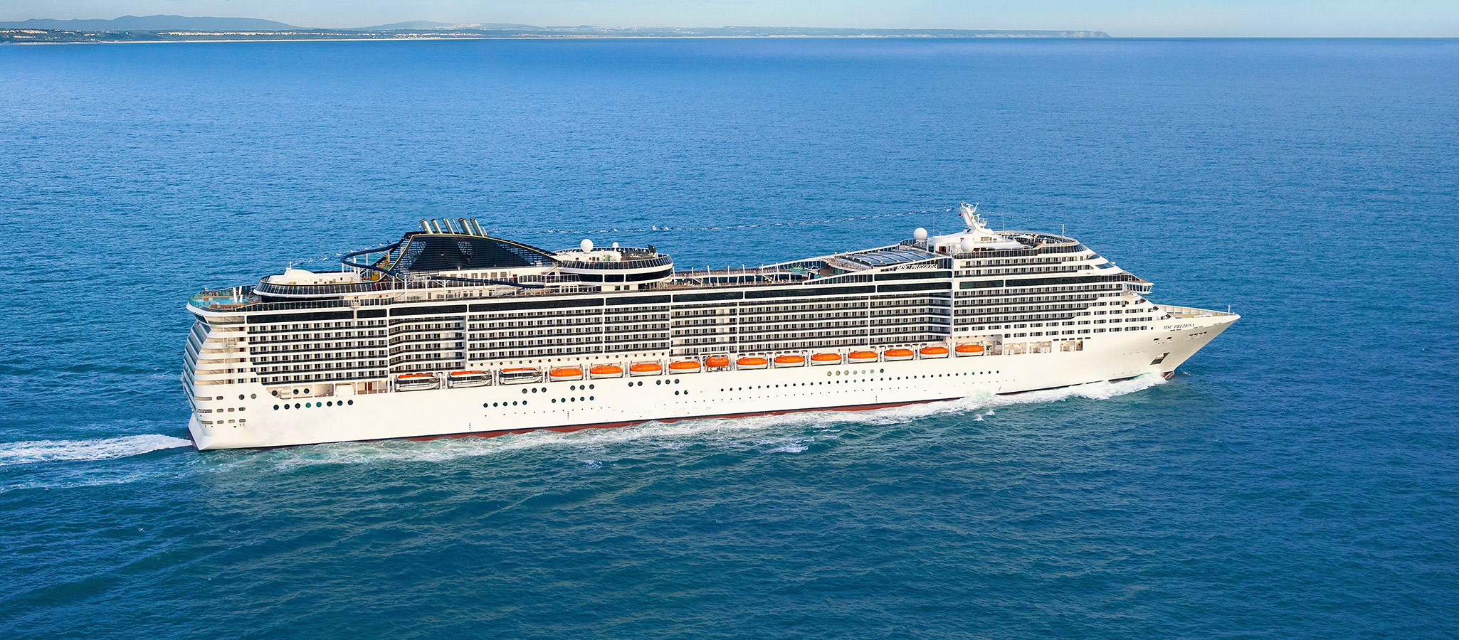 Cruise ships of this size are referred to as resort ships. Like at a resort, simply everything needed for events, incentives, conferences and entertainment is on hand on board.