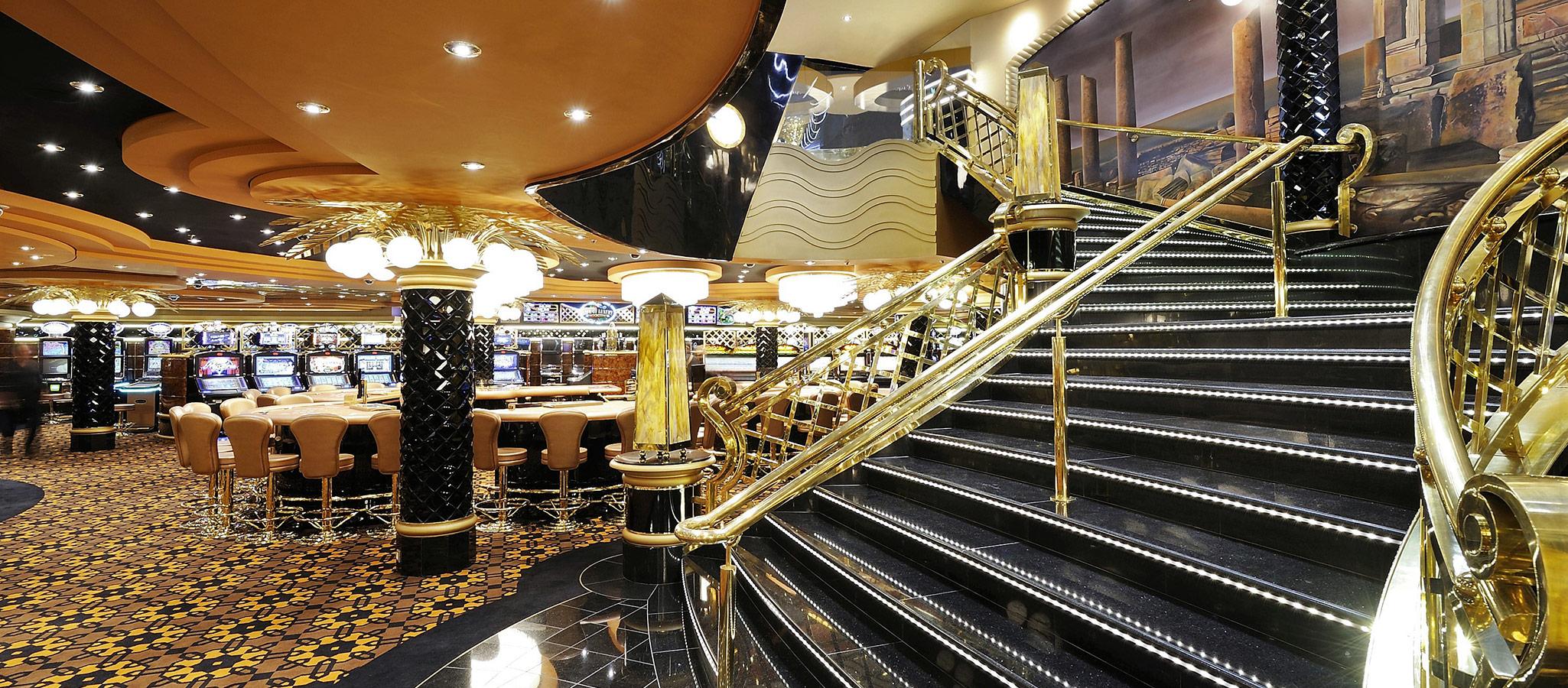 Casino Royal, so könnte die Mottoparty an Bord Ihres exklusiv gecharterten Kreuzfahrtschiffes lauten.