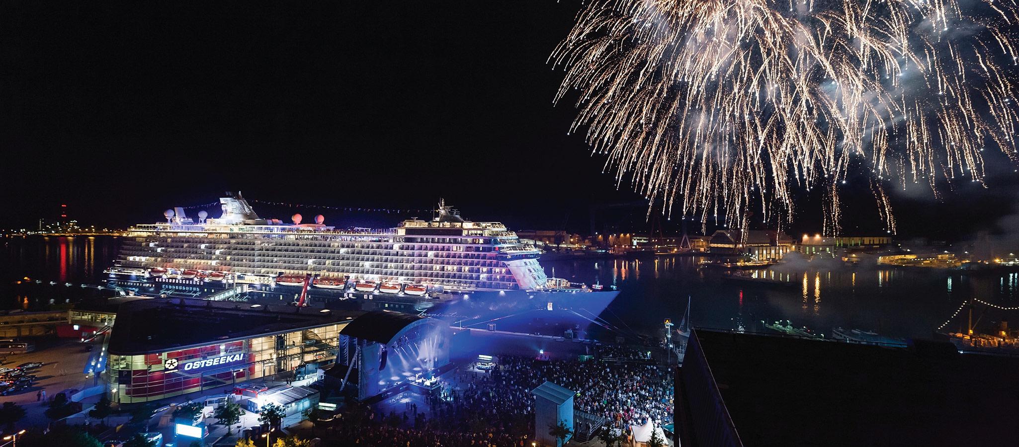 Kreuzfahrtschiffe stellen in jedem Hafen den spektakulären Rahmen für erinnerungswürdige Galas, Parties oder Social Events.