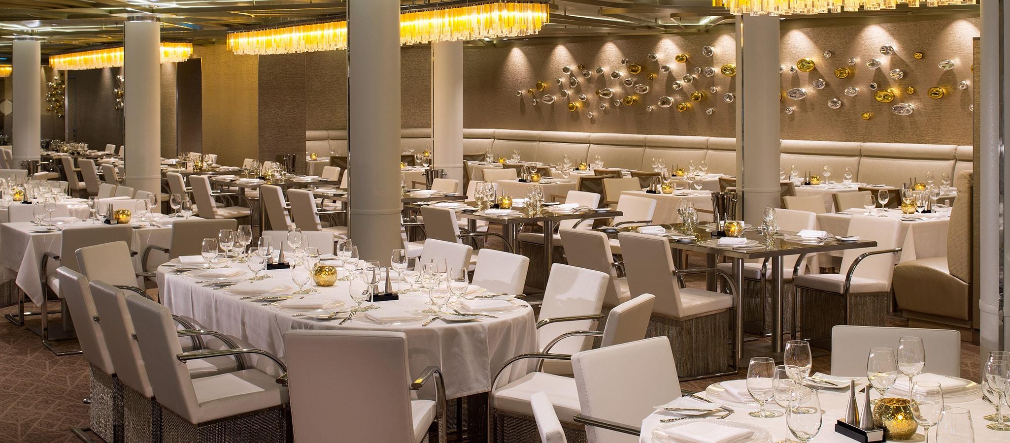 Vielfalt bietet auch das kulinarische Leben an Bord: Ihren Gästen stehen unzählige (Themen-) Restaurants zur Verfügung.