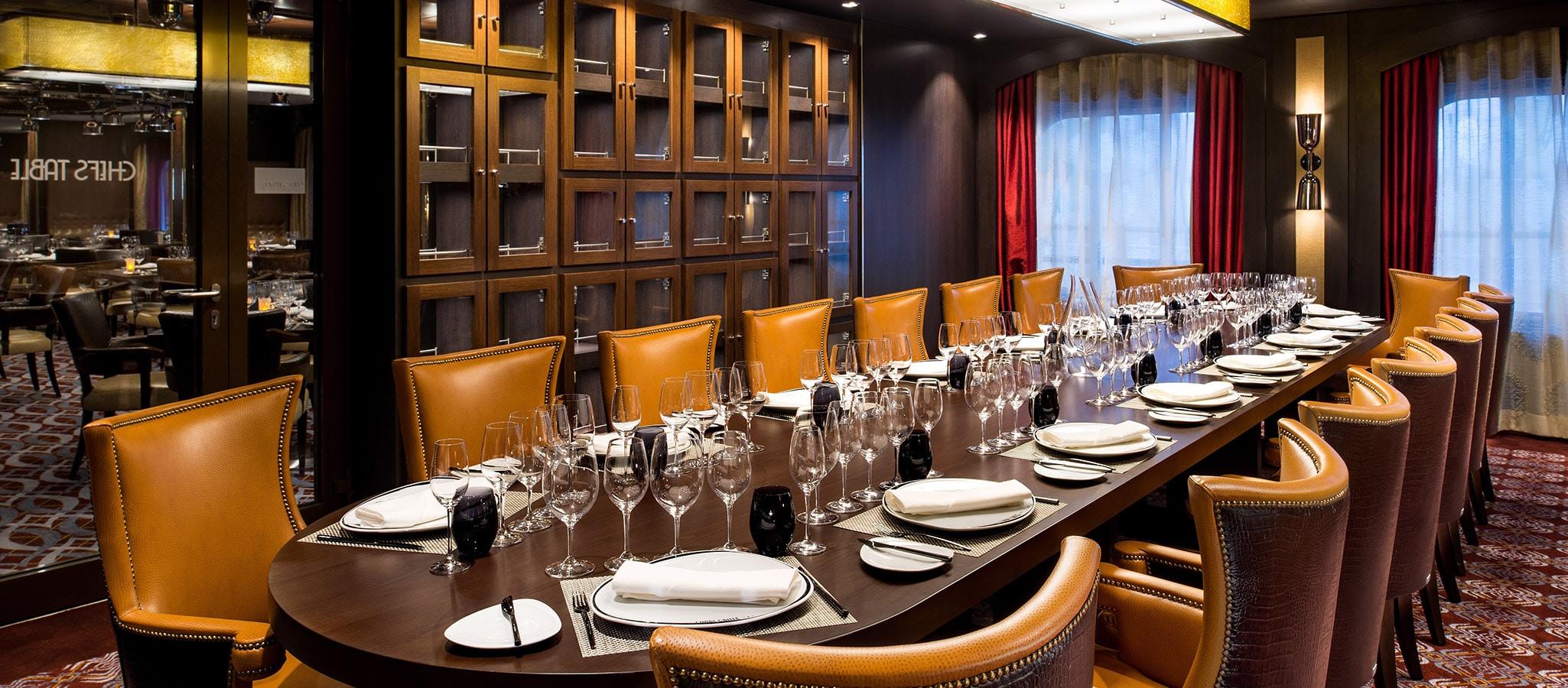 Beste Cuisine und gediegen-elegantes Ambiente bieten die vielen kleinen Restaurants an Bord - wie gemacht für ein Vorstands-Dinner.