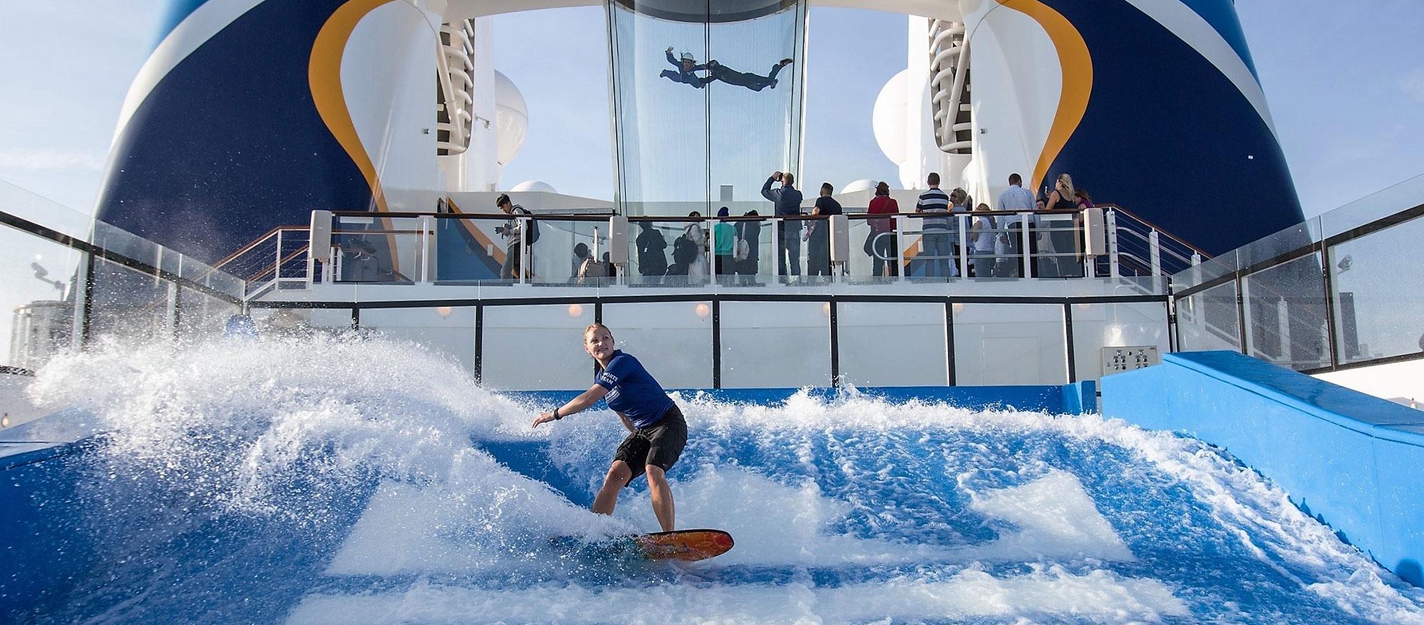 Die Sportmöglichkeiten dürften Ihre Teilnehmer begeistern: Angeboten werden Wellenreiten, Kletterwand, Eisstadion, Fußball-, Tennis- und Baskettball-Felder...
