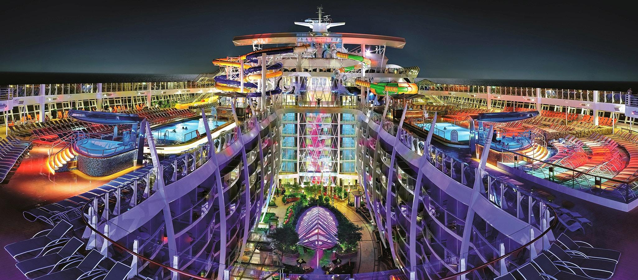 Spielwiese für Eventplaner: An Bord Ihres exklusiv gecharterten Kreuzfahrtschiffes sind der Phantasie keine Grenzen gesetzt.