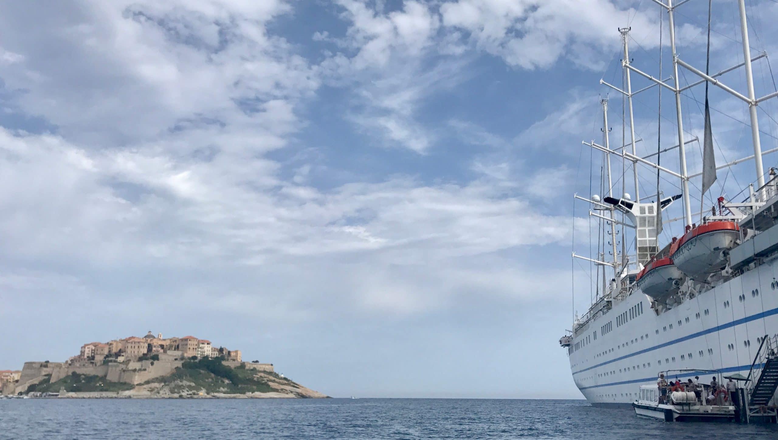 Größtes-Motorsegelschiffbei OceanEvent chartern