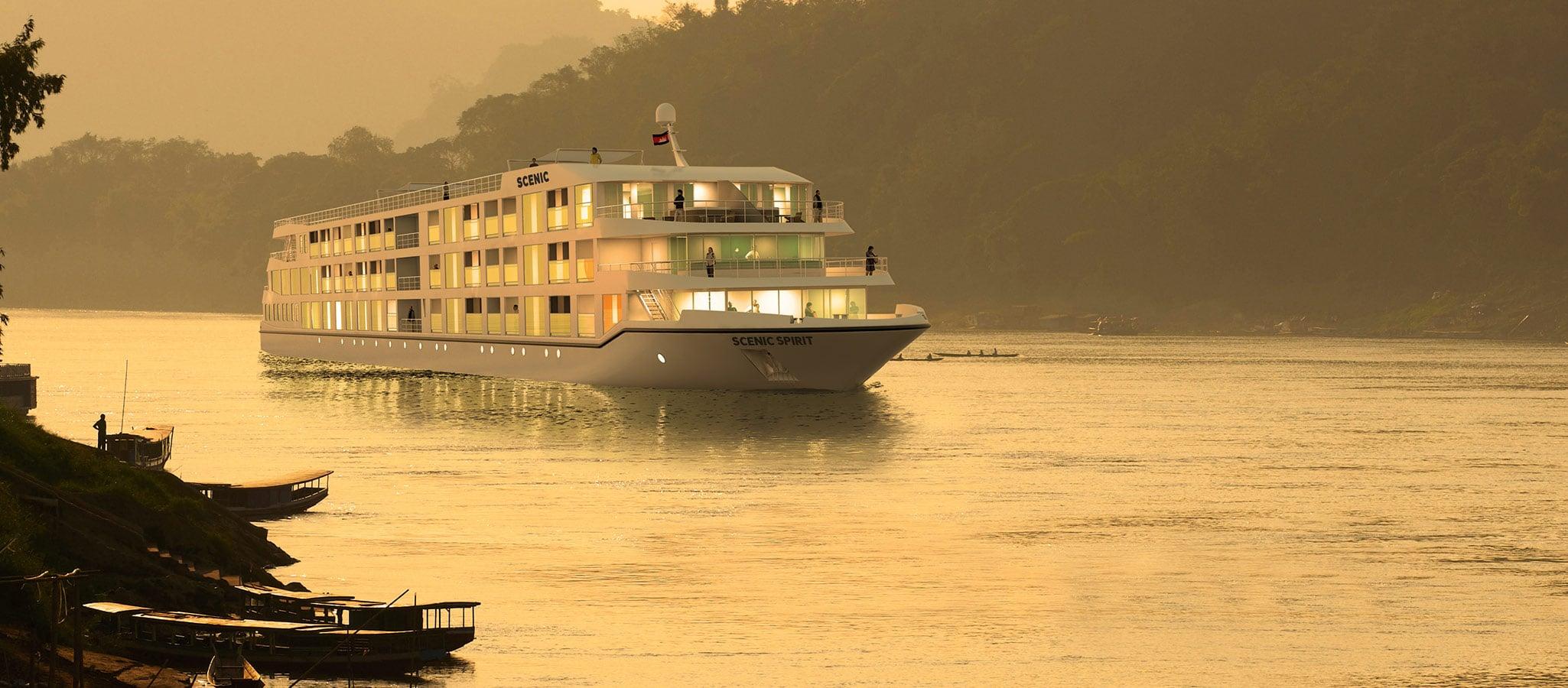 Abendstimmung am Fluss. Kulisse für einzigartige Momente und einer der Gründe, warum immer mehr Unternehmen ein Flusskreuzfahrschiff chartern.