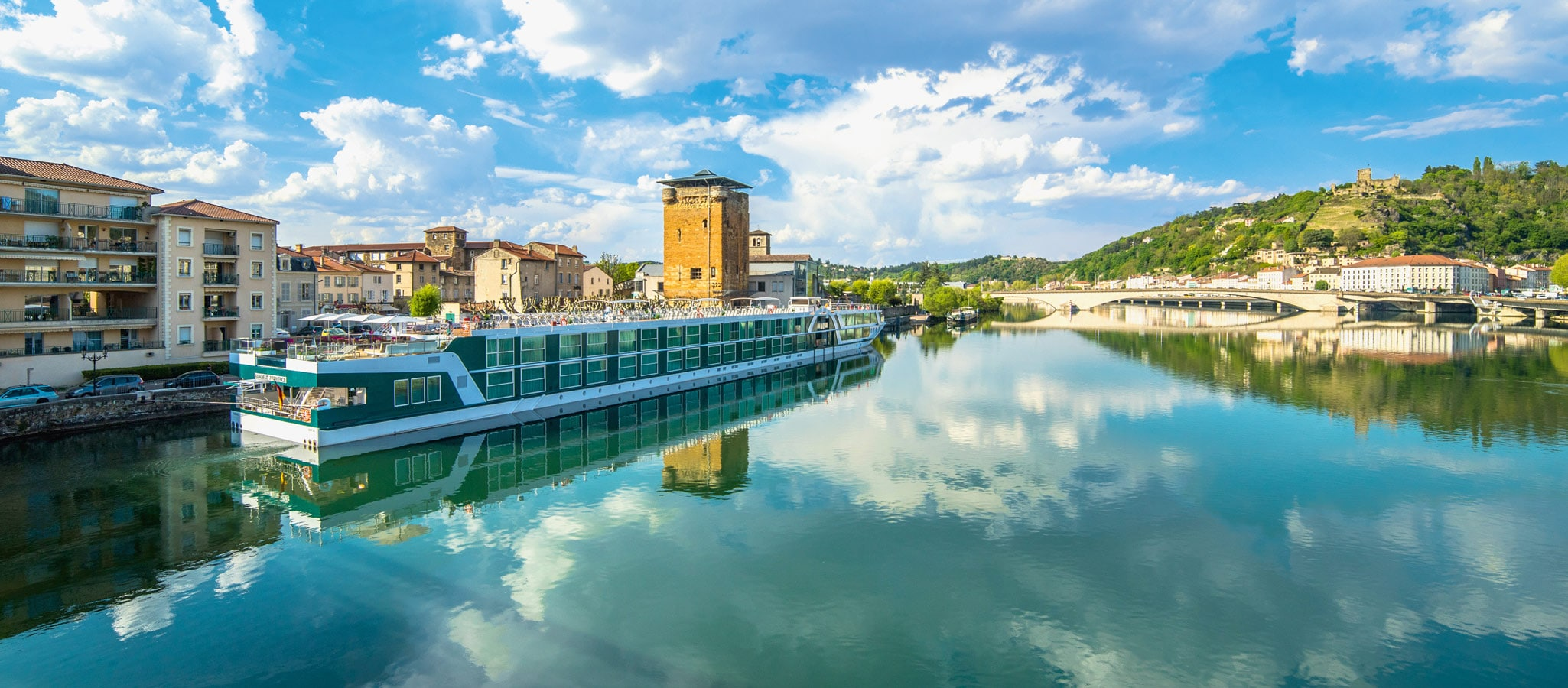 When leaving your river cruise ship, you'll find yourself in the center of the most exiting places. Meaning: no coach transfers, easy organisation and lower budgets.