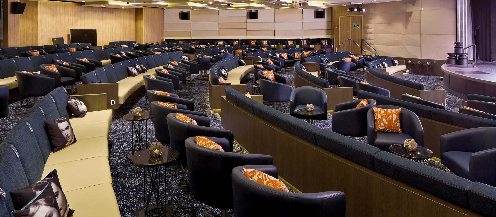 When chartering a conference ship, you will have ultra-modern room facilities and technical equipment at your disposal.